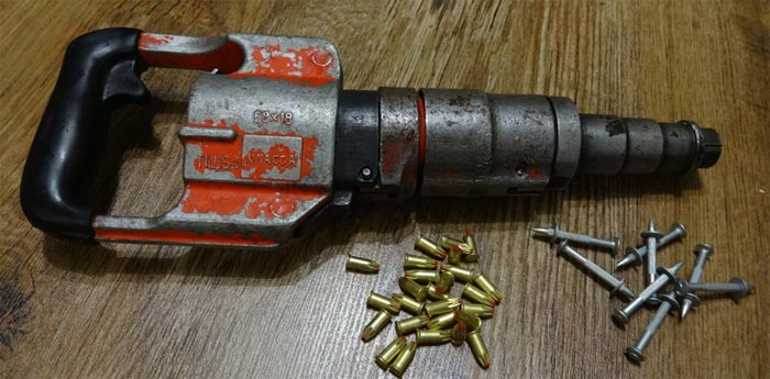 Монтажный пистолет. Забиваем гвозди в бетон