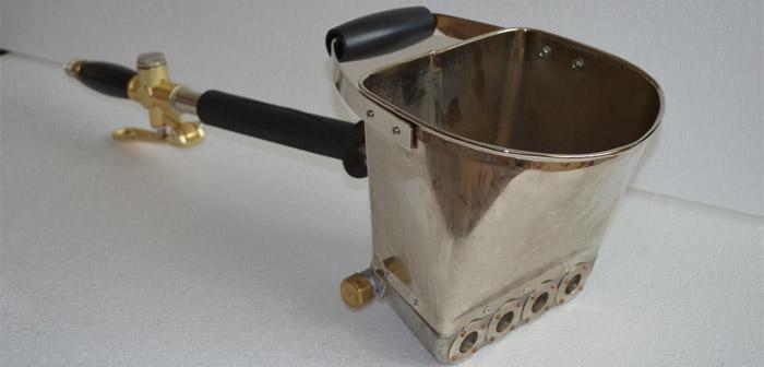 Хоппер ковш для нанесения штукатурки компрессором
