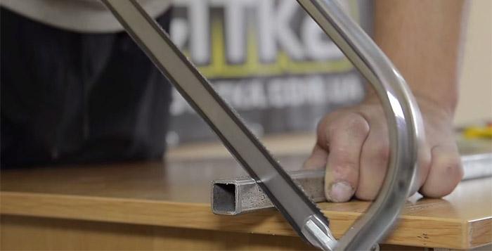 Установка полотна в ножовку по металлу