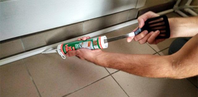 как выдавить герметик без пистолета